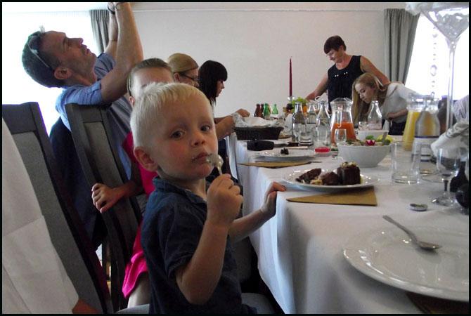 10 - Jedni jedli to, co podano im na talerzu, jak ten słodziutki Mikołajek. Inni czekali na mannę z nieba. Czy się doczekali to inna sprawa.